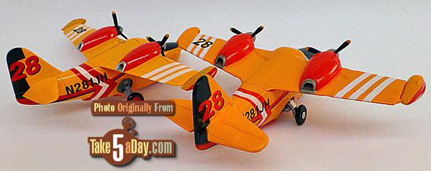 Lil-Dipper-rear-34-DS-left-Mattel-right