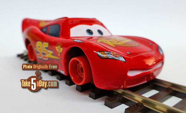 Lightning-McQueen-with-No-Tires-3-4-front-track