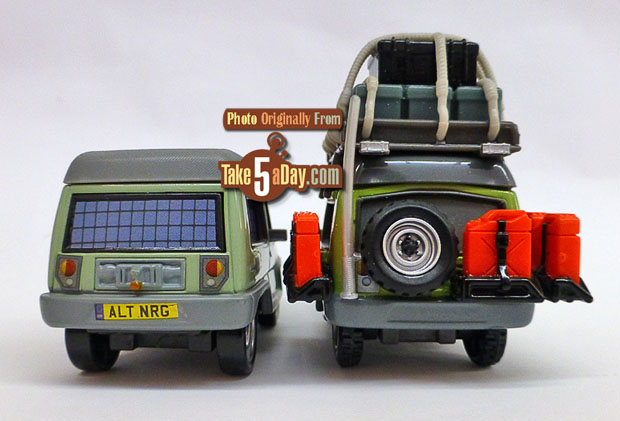 Miles-Axelrod-&-Outback-Miles-Axelrod-rear